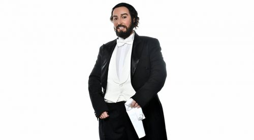 Мария Илиева като Luciano Pavarotti