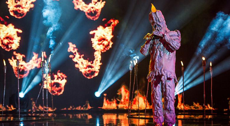 Гласовит певец бе скрит под маската на Светлината