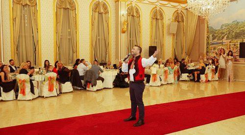 Валентин Велчев пя пред най-красивите българки