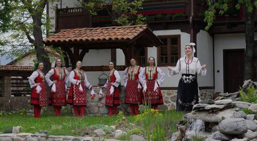 "Магдалена Балабанова и ансамбъл ""Разложки мераци"" - Севдалино, дъще"